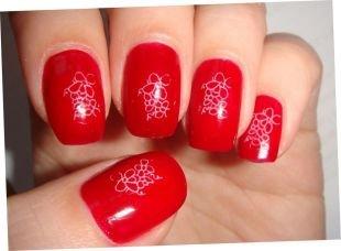 Рисунки на ногтях, красный маникюр с белыми наклейками