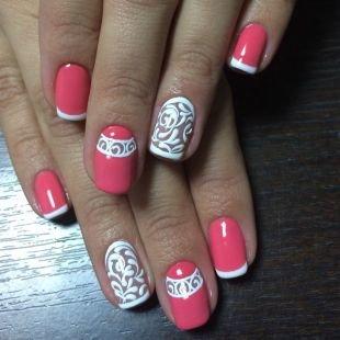 Рисунки на ногтях кисточкой, бело-розовый френч с красивыми узорами