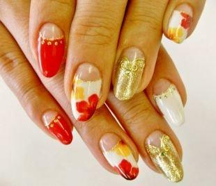 Золотой маникюр, лунный маникюр в бело-красной гамме с цветами и золотистыми наклейками
