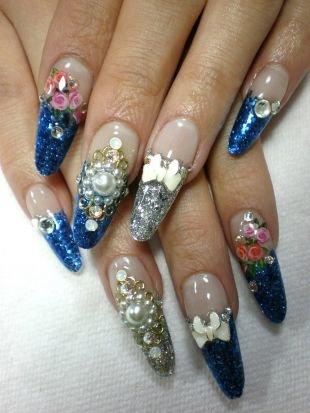 Дизайн ногтей жидкие камни, дизайн нарощенных ногтей с розами, бантиками и бусинами в сине-серебристых тонах