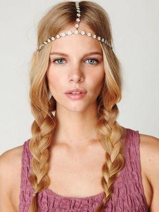 """Модные женские прически на длинные волосы, непринужденная прическа в стиле """"бохо"""" с косичками"""