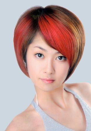 Прически для круглого лица на короткие волосы, стрижка боб с косой красной челкой