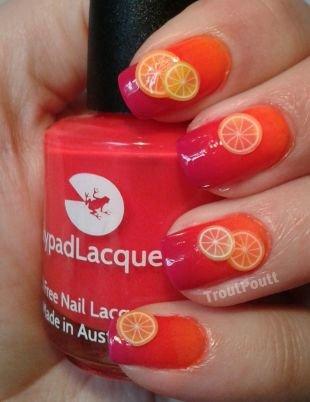 Красные ногти с рисунком, лимоны на ногтях