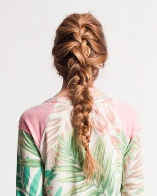 """Янтарно русый цвет волос, классическая коса """"колосок"""" на длинные волосы"""