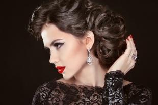 Перламутровый цвет волос, красивая вечерняя прическа на длинные волосы