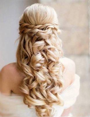 """Свадебные прически с косой на длинные волосы, причёска с распущенными волосами в стиле """"романтик"""""""