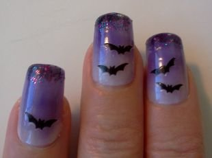 Рисунки акриловыми красками на ногтях, синий маникюр с летучими мышами