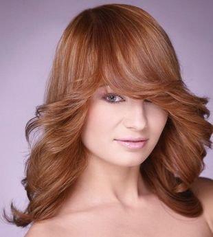 """Светло медный цвет волос, укладка длинных волос с локонами """"от лица"""""""