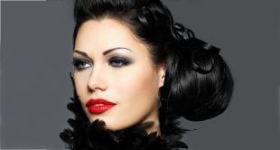Макияж для брюнеток с красной помадой, макияж для серых глаз и иссиня-черных волос