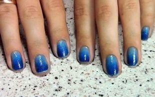 Маникюр на очень коротких ногтях, градиентный маникюр в голубых тонах