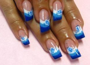 Голубой френч, дизайн скошенных ногтей
