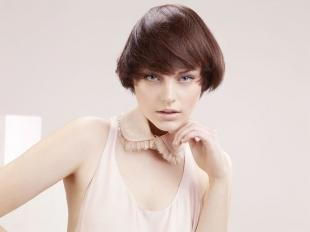 "Прически в стиле 60 х годов, стрижка ""сессон"" на короткие волосы"