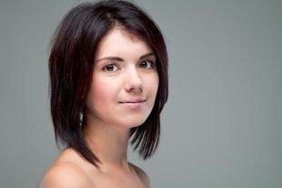 Стрижки и прически для тонких волос на средние волосы, а-боб с прямым пробором