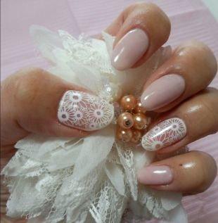 Разный маникюр на ногтях, свадебный маникюр с цветами