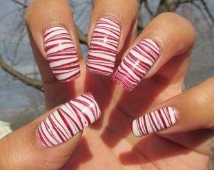 Дизайн нарощенных ногтей, красно-белый водный маникюр