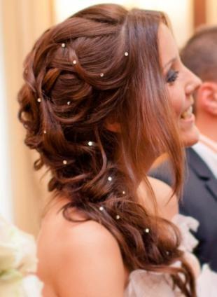 Коньячный цвет волос, свадебная прическа на длинные волосы в греческом стиле