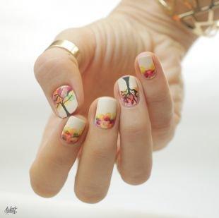 Маникюр на очень коротких ногтях, изображение осеннего дерева на ногтях