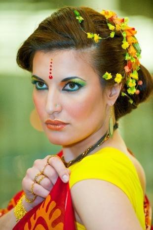 Восточный макияж для карих глаз, макияж в индийском стиле