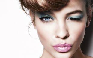 Макияж для голубых глаз под голубое платье, яркий летний макияж для голубых глаз