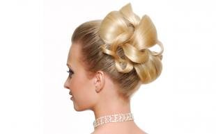 Цвет волос скандинавский блондин, свадебная прическа без челки