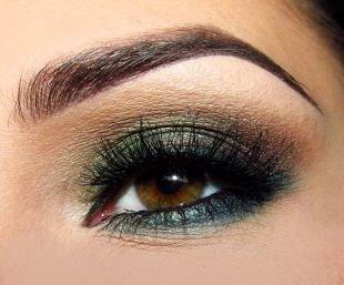 Вечерний макияж для карих глаз, макияж смоки айс в изумрудных тонах