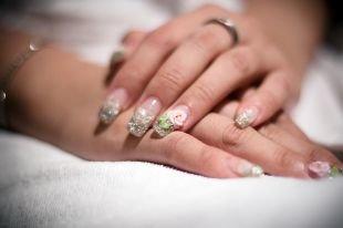 Красивые ногти френч с рисунком, свадебный маникюр с лепкой