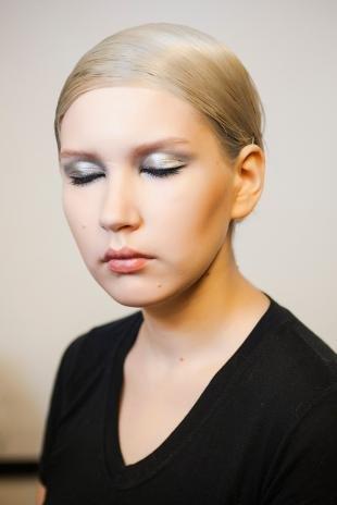 Макияж для блондинок с голубыми глазами, серебристый макияж глаз