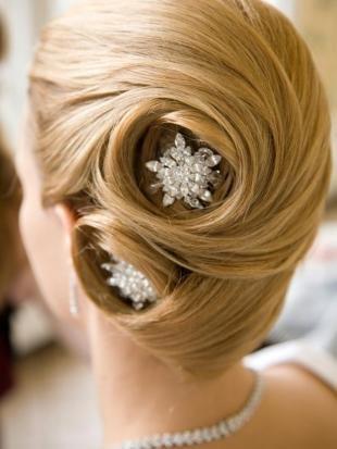 """Цвет волос медовый блонд, свадебная прическа """"ракушка"""""""