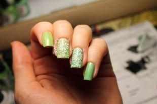 Рисунки ромашек на ногтях, нежный маникюр с ромашками