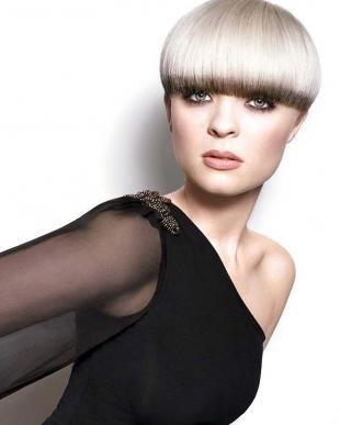 Платиновый цвет волос на короткие волосы, короткая стрижка с ровной челкой