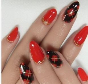 Красно-черный маникюр, красный дизайн ногтей с геометрическим рисунком и стразами