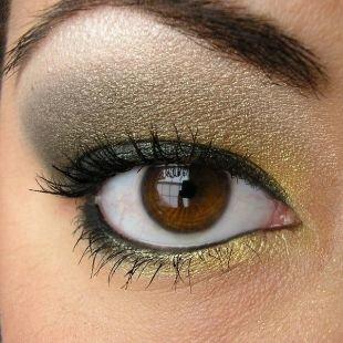 Макияж для карих глаз под зеленое платье, прекрасный макияж для нависшего века в серых тонах