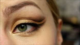 Макияж для зеленых глаз под зеленое платье, выразительный арабский макияж