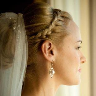 Свадебные прически на средние волосы, свадебные прическа с косой-ободком