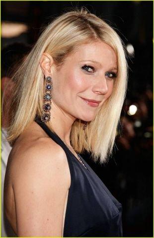 Цвет волос теплый блонд, стрижка удлиненное каре без челки
