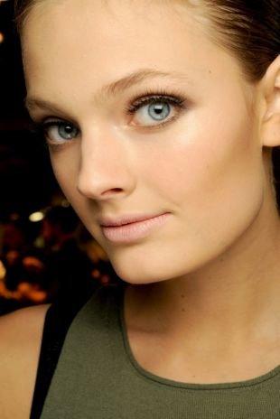 Дневной макияж для серо-голубых глаз, дневной макияж с нарощенными ресницами