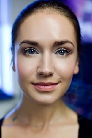 Нежный макияж, правильный макияж для цветных контактных линз