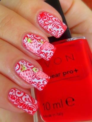 Кружевные рисунки на ногтях, красно-белый маникюр с ажурными узорами