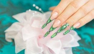 Зеленый френч, дизайн нарощенных ногтей - френч на стилетах