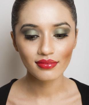 Макияж для каре-зелёных глаз, яркий вечерний макияж для зеленых глаз