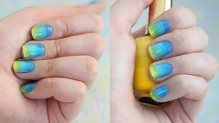 Радужный френч цветными гелями, желто-голубой омбре-маникюо