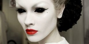 Легкий макияж на хэллоуин, макияж на хэллоуин с белым аквагримом