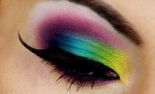 Восточный макияж для зеленых глаз, яркий макияж с накладными ресницами для фотосессии