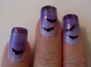 Рисунки на ногтях для начинающих, синий маникюр с летучими мышами