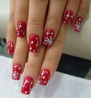 Рисунки на красных ногтях, красный маникюр со снежинками