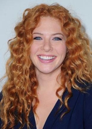 Рыжий цвет волос на длинные волосы, прическа на выпускной для длинных волос