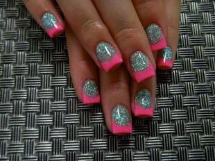 Красивый дизайн ногтей, яркий розовый френч с покрытием shellac