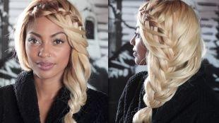 """Цвет волос платиновый блондин на длинные волосы, свободная прическа с плетением """"рыбий хвост"""""""