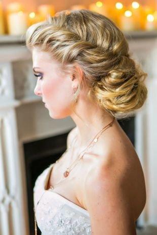 Прическа пучок, изысканная свадебная прическа в греческом стиле на длинные волосы