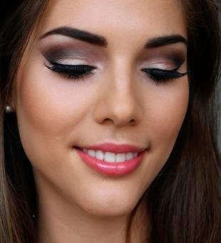 Макияж для карих глаз под синее платье, потрясающий вечерний макияж для брюнеток
